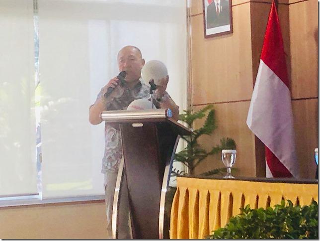 開会式にてアクアピグの説明をする中里社長