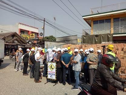 アクアピグ投入口側で状況を見守る参加者